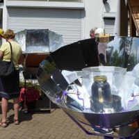 Wastebusters Fest - solar cooking (by Jane Segaran)