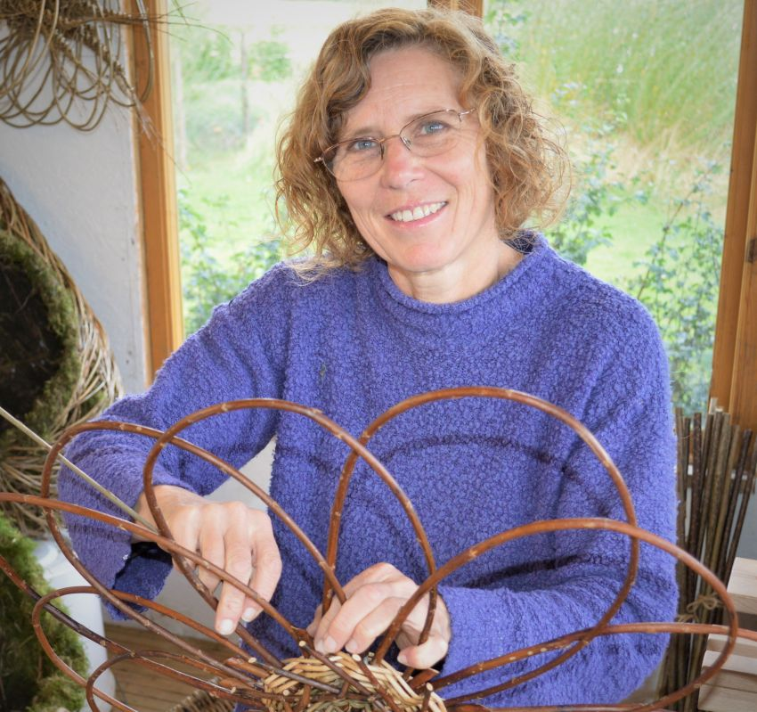 Willow Weaving tutor weaving a flower